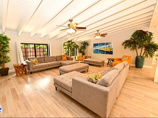 LS-0641 Huge LUXE Modern Retreat 4Br/3Ba 4min To Beach
