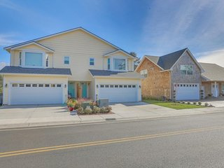 Newly remodeled, family-friendly house w/ entertainment - walk to the beach!