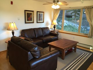 2BR, 2BA Family Friendly Condo Near 7 Ski Resorts