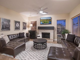 Luxurious DC Ranch Home Private Pool, WiFi, W/D & Fireplace - By Hit Rentals