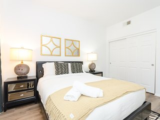 VIP Los Angeles Hollywood 5 BEDs Famous Suite FREE Parking + WiFi + Pool