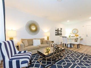 Luxury Hollywood Los Angeles 5 BEDs Dreams Suite FREE Parking + WiFi + Pool