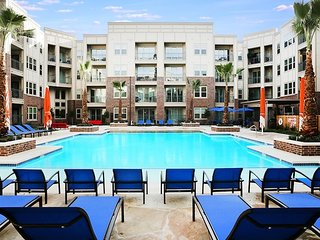 Downtown Los Angeles Marvelous 2-Bedroom Suite FREE Parking + WiFi + Pool