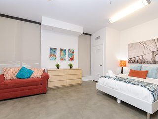 Exclusive Hollywood 5 BEDs Walk of Fame Studio FREE Parking + WiFi + Pool