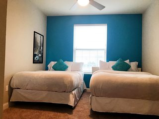 Luxury Hollywood Los Angeles 5 BEDs Vip Suite FREE Parking + WiFi + Pool