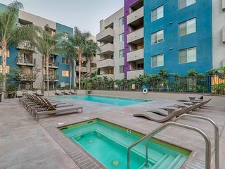 Downtown Los Angeles Glorious 2-Bedroom Pool Suite