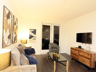 Premier Downtown Los Angeles 5 BEDs Royal Suite FREE Parking + WiFi + Pool
