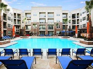 Downtown Los Angeles Superb 2-Bedroom Penthouse Pool Suite