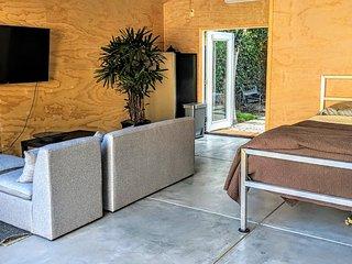 Santa Monica adj. quiet & super clean pvt cottage