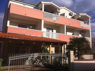 One bedroom apartment Grebastica, Sibenik (A-16150-a)