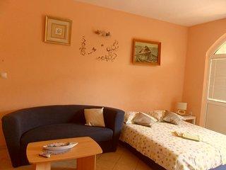 One bedroom apartment Grebastica, Sibenik (A-16150-c)