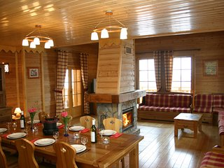 Ski-in/Ski-out Chalet with Sauna/Jacuzzi | Great Location!