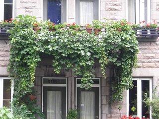 Sympathique rdc avec jardin face parc Laurier