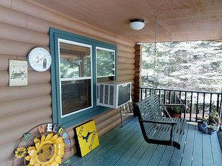 Moose Cabin 1 - Sugar Mtn, Stone Fireplace, Hot Tub