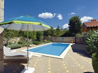 Matulini Holiday Home Sleeps 6 with Pool Air Con and Free WiFi - 5036544