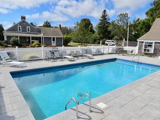 Updated Chatham Family Compound, Large Heated Pool, Walk to Town 489-C