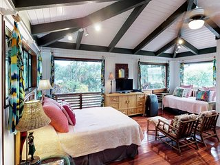 NEW LISTING! Charming bungalow studio w/ jungle views - close to the beach!