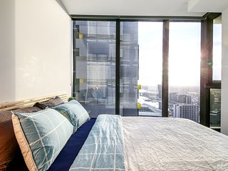 A Cozy Suite with a View of Docklands & The Yarra