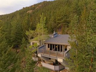 Frost Luxury Vacation Home at Windcliff