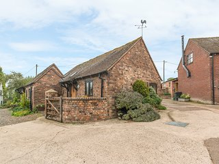 THE BYRE, romantic, character holiday cottage, with a garden in Leighton, Ref