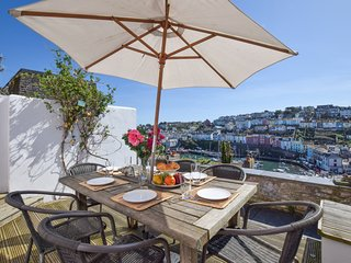 Polly's Place - Delightfully Renovated - Harbour Views