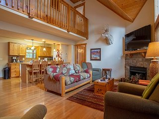 A tranquil 4 bedroom/ 4 bathroom cabin located at Stonebridge