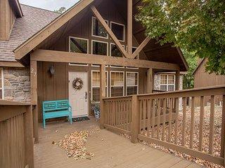 Serenity Lodge - 4 bedroom/ 4 bathroom cabin located at Stonebridge