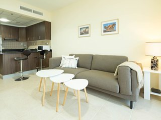 Light & Contemporary 1BR in Marina - Sea Views!