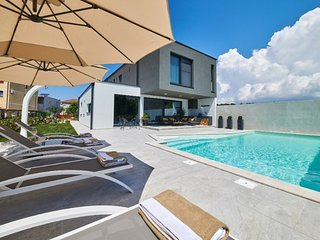 MODERN POOL VILLA FOR RENT, NOVIGRAD, ISTRIA