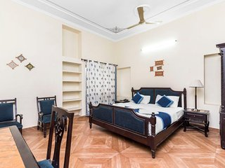 Elegant room for couples with ample parking space