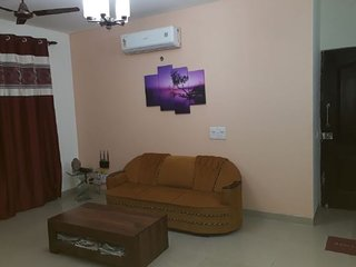 Homely 2 BHK for leisure travellers
