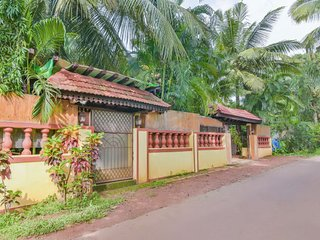 Well-appointed accommodation for three, near Sinquerium Beach