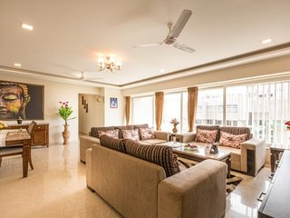 Elegantly furnished 3-BR apartment for a large group