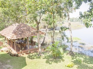Lake-side homestay for three