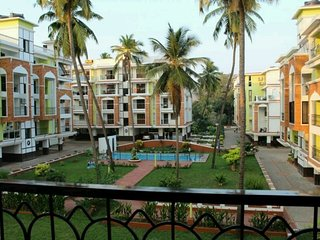Two-bedroom chic apartment with a pool, 1 km from Candolim beach