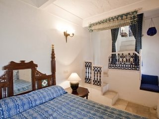 Palatial room in a heritage, ideal for luxury travellers