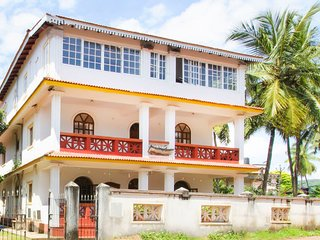 Well-furnished 2-BR apartment, close to Baga Beach