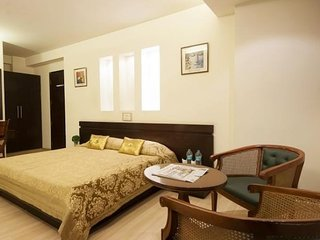 Modish room for 3, near Red Fort