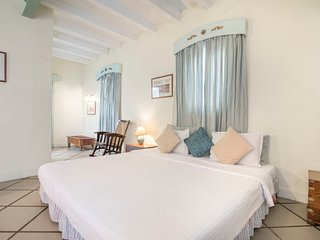 Charming room with a delightful restaurant, 650 m from Rock Beach