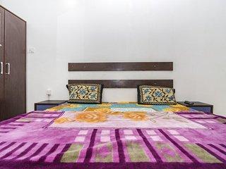 1-BR stay near Sahelion Ki Bari