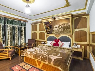 Well-appointed stay for 3, near Mall Road