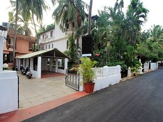 Well-furnished room, 2.6 km from Calangute Beach