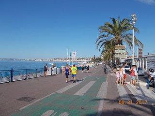 Nizza Costa Azzurra luminoso bilocale signorile affitto 4 posti letto.