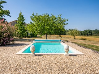 La Conne-de-Bergerac Villa Sleeps 2 with Pool