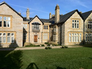 Kenegie Manor Court - Apartment with Heated Pool in Grade II listed Manor House