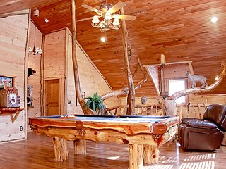 Deluxe 4 Bedroom Log Cabin