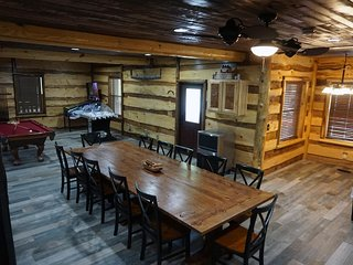 6 Bedroom Master Deluxe  5-1/2 Bath Log Cabin With Theater Room