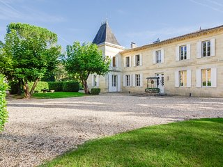 10 bedroom Chateau in Lagorce, Nouvelle-Aquitaine, France : ref 5410004