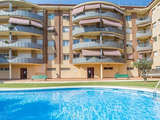 3 bedroom Apartment with Pool, WiFi and Walk to Beach & Shops - 5223741