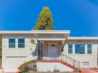 Charming 2BD Home in the Heart of Berkeley, CA